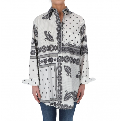 LONG FITTED COTTON SHIRT FEATURES A PALCED PAISLEY PRINT